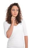 Jovem mulher triste e pensativa isolada que olha lateralmente fotografia de stock