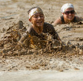 Jovem que tenta nadar a lama Imagem de Stock Royalty Free