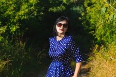 Jovem senhora bonita que veste o vestido longo imagens de stock royalty free