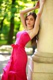 Jovem senhora lindo no vestido luxuoso no parque do verão Imagens de Stock Royalty Free