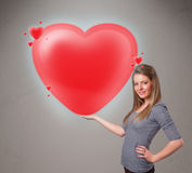 Jovem senhora que guardara o coração bonito do vermelho 3d Fotos de Stock