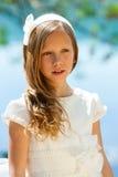 Joven atractivo en el vestido blanco de la comunión. Imagen de archivo libre de regalías