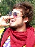 Joven feliz que habla en móvil Imágenes de archivo libres de regalías