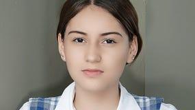 Joven femenino colombiano joven impasible Fotografía de archivo libre de regalías