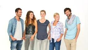 Jovens à moda que sorriem na câmera video estoque