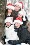 Jovens alegres em chapéus do rad Fotografia de Stock Royalty Free