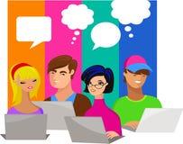 Jovens com bolhas e computadores do discurso ilustração stock