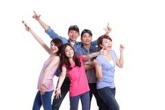 Jovens do grupo feliz foto de stock