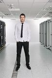 Jovens ele coordenador no quarto do server do datacenter Imagens de Stock Royalty Free