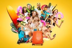 Jovens isolados no fundo amarelo do estúdio foto de stock royalty free