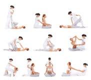 Jovens mulheres em um procedimento tailandês da massagem Imagens de Stock Royalty Free