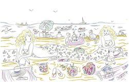 Jovens mulheres felizes que relaxam na praia pelo mar Imagem de Stock Royalty Free