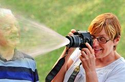 Jovens no divertimento do sênior do coração Imagens de Stock Royalty Free