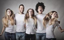 Jovens que têm o divertimento Fotografia de Stock