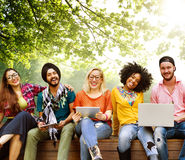 Jovens Team Together Cheerful Concept dos adolescentes fotos de stock royalty free