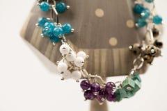 Joyas de plata con las piedras preciosas coloridas imágenes de archivo libres de regalías