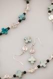 Joyas de plata con las piedras preciosas coloridas imagen de archivo libre de regalías