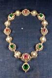 Joyas en el Hacienda real de Residenz, Munich, Alemania del collar del ` s de la reina fotografía de archivo