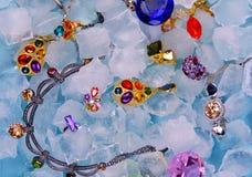 Joyas en el hielo imagen de archivo