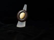 Joyería étnica marrón de la joyería del anillo imágenes de archivo libres de regalías