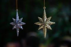 Joyería de la estrella del oro y de la plata fueron colgados juntos Fotografía de archivo