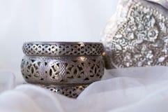 Joyería de plata y blanco Tule Imágenes de archivo libres de regalías