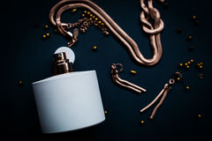 Joyería del perfume y del oro Fotografía de archivo libre de regalías