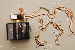 Joyería del perfume y del oro Imagenes de archivo