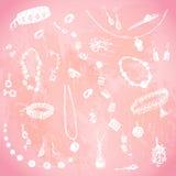 Joyería dibujada mano del garabato, joya Objetos blancos, fondo rosado de la acuarela Illusrtration del diseño para el cartel, av Imagenes de archivo