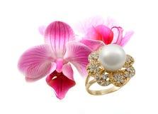 Joyería elegante con la orquídea de las flores Fotografía de archivo libre de regalías