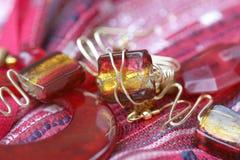 Joyería hecha a mano: Anillo rojo, pendientes Foto de archivo libre de regalías