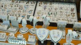 Joyería para la venta Los anillos de oro con los diamantes y la otra joyería de las piedras preciosas para las mujeres en el merc almacen de video