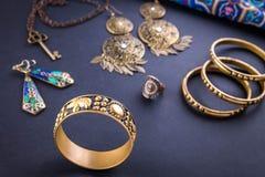 Joyería y accesorios indios femeninos Imagen de archivo libre de regalías