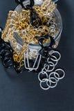 Joyería y cadenas falsas Imagen de archivo libre de regalías