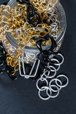 Joyería y cadenas falsas Imágenes de archivo libres de regalías