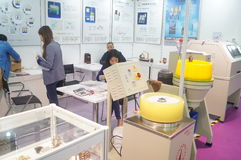 Joyería y jade que procesan ventas de la exposición de la maquinaria Fotografía de archivo libre de regalías