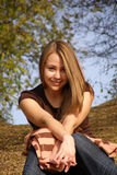 Joyeuse jeune fille photo libre de droits