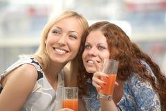 Joyeuses amies Photographie stock libre de droits