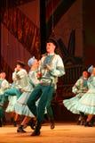 Joyeuses danses folkloriques russes de fête chorégraphie dans le style des vacances folkloriques Maslenitsa Photographie stock