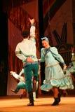 Joyeuses danses folkloriques russes de fête chorégraphie dans le style des vacances folkloriques Maslenitsa Images stock