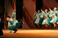 Joyeuses danses folkloriques russes de fête chorégraphie dans le style des vacances folkloriques Maslenitsa Image libre de droits