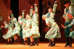 Joyeuses danses folkloriques russes de fête chorégraphie dans le style des vacances folkloriques Maslenitsa Images libres de droits