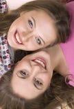 Joyeuses filles heureuses Images stock