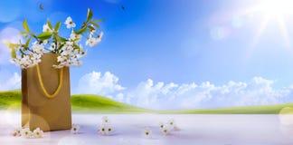Joyeuses Pâques ; fleurs de ressort sur le paysage de ressort Photos libres de droits