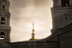 Joyeuses Pâques, frères et soeurs ! Monastère du séraphin de révérend de Sarov dans Diveevo Russie Images libres de droits