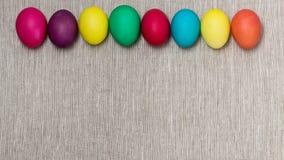 Joyeuses Pâques ! Le fond des oeufs de pâques colorés Image stock