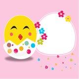Joyeuses Pâques ont fendu l'oeuf et le vecteur de sourire de carte de poussin Images libres de droits