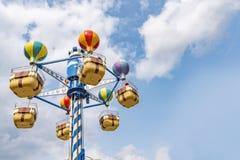 Joyeux aériens vont carrousel de rond photo libre de droits