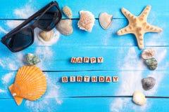 Joyeux anniversaire avec le concept d'arrangements d'été photo stock