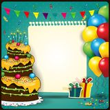Joyeux anniversaire avec une feuille de papier et de gâteau Images libres de droits